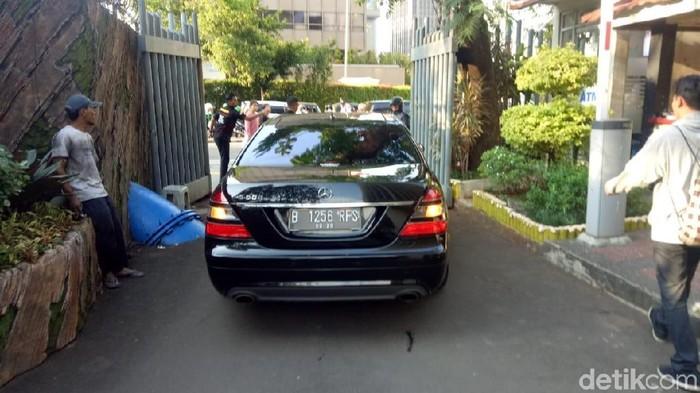 Mobil yang ditumpangi Mendes Eko Putro Sandjojo di Bawaslu. (Dwi Andayani/detikcom)