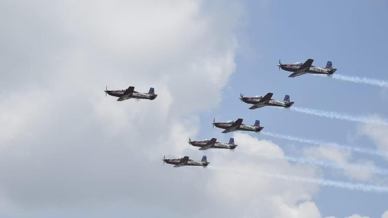 Tim Jupiter TNI AU Meliuk-Liuk di Langit Bumi Sriwijaya