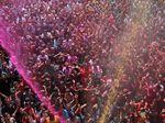 Serunya Tumpah Ruah di Festival Holi