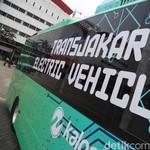 Bus Listrik Melintas di Jakarta, Amankah Kalau Kena Banjir?