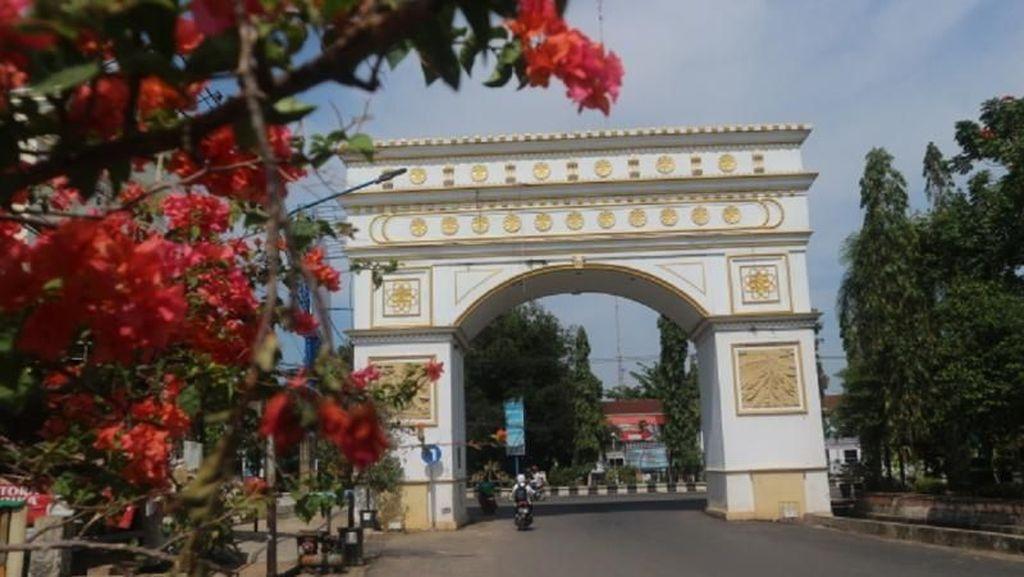 Bukan di Paris, Ini Gerbang Ikonik di Martapura