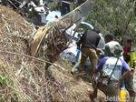 Evakuasi Helikopter yang Jatuh di Tasik, Badan Pesawat Dipotong-potong