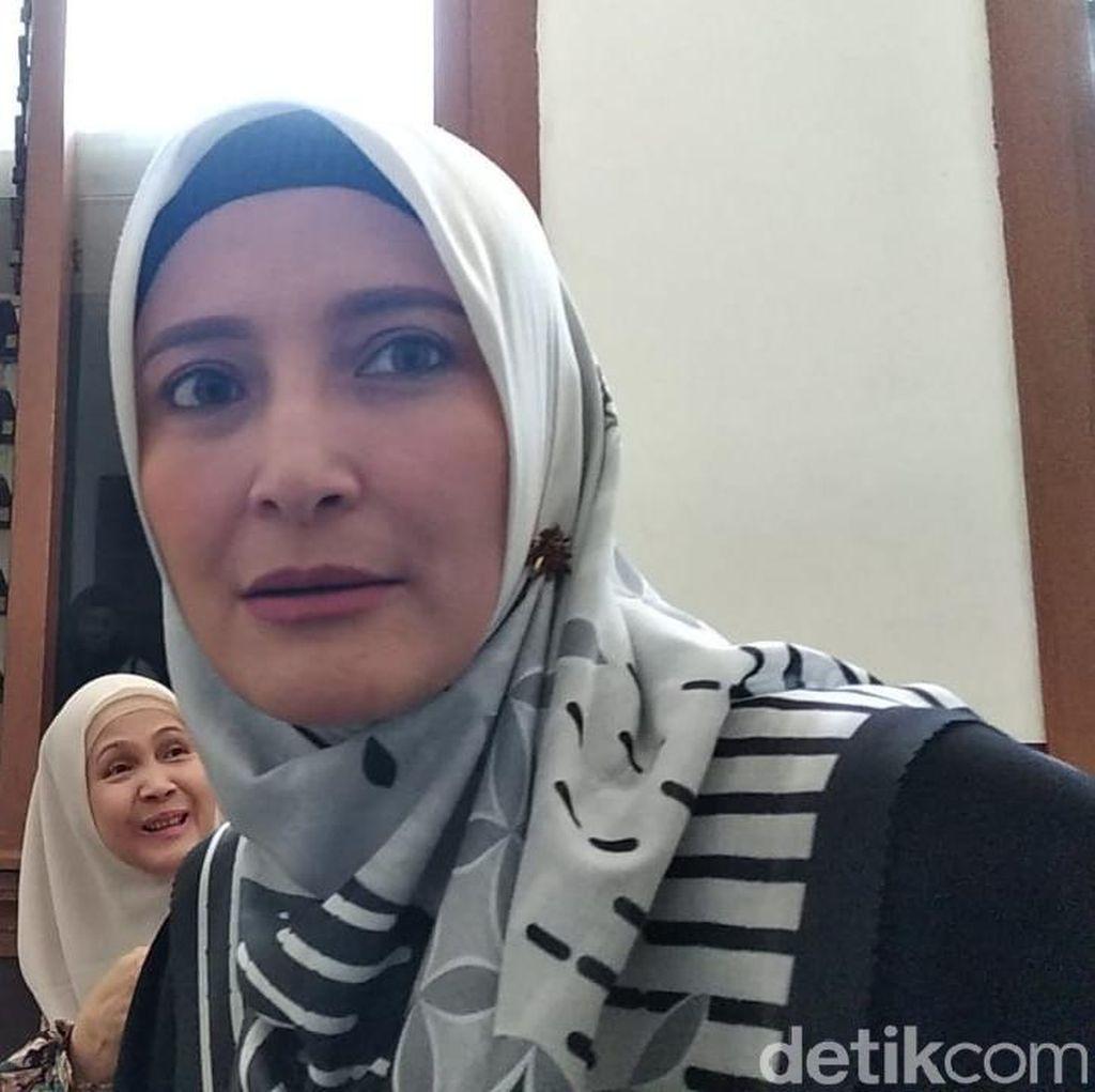 Beri Dukungan, Inneke Koesherawati Hadiri Sidang Vonis Suaminya