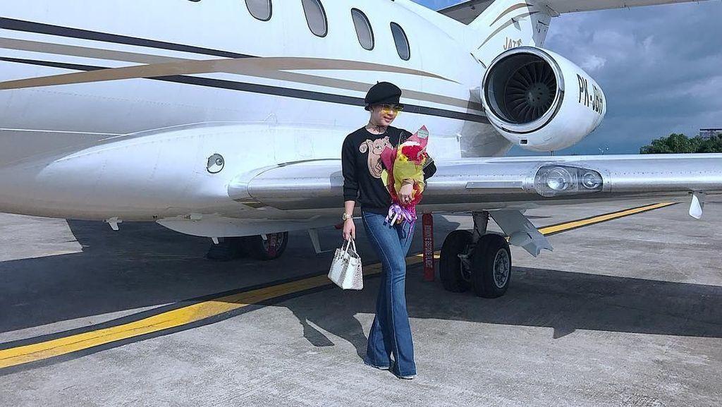 Direktur SAM Air Beberkan Bukti Jet Syahrini Tak Dibayar Pak Haji
