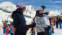 Lupakan Kesedihan, Luna Maya Main Ski di Resort Mewah Prancis