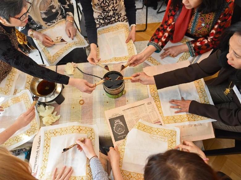 Saat Wanita-wanita Jerman Belajar Membatik