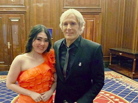 Via Vallen Eksis Bareng Michael Bolton dan John Travolta di Moskow