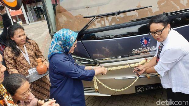 Seremoni ekspor perdana bus Ungaran ke Bangladesh