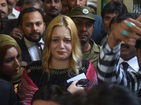 Tereza Hluskova menangis setelah dijatuhi hukuman penjara.