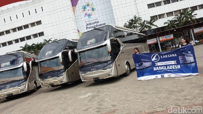 Bus yang diekspor ke Bangladesh (Foto: Luthfi Anshori)