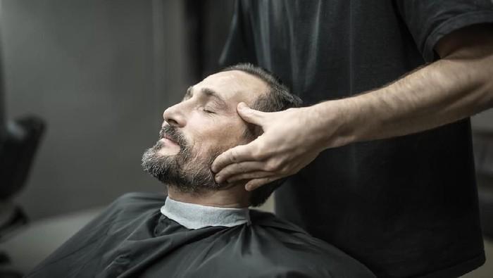 Pijat leher punya risiko tapi tetap banyak yang menyukainya (Foto: iStock)