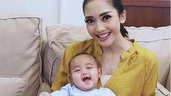 Soal Perawatan Anak, Ririn Dwi Ariyanti Masih Ikut Tradisi