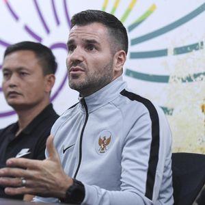 Uji Coba Tertutup Timnas Dikeluhkan Suporter, Simon McMenemy Buka Suara