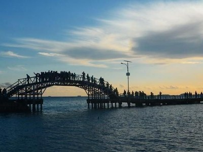 Indahnya Langit Malam di Jembatan Cinta Pulau Tidung