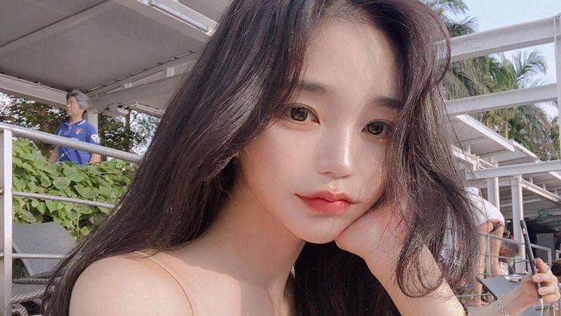 Kim Do Yeon memulai debut sebagai artis. Namun kini model seksi yang lebih dikenal dengan nama Dodo Baby, lebih dikenal sebagai model produk kecantikan. (dodo_baby/Instagram)