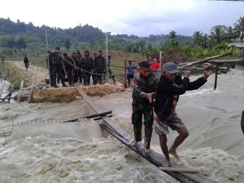 Permukiman Gunung Cycloop Dipindah Gegara Datang Musibah