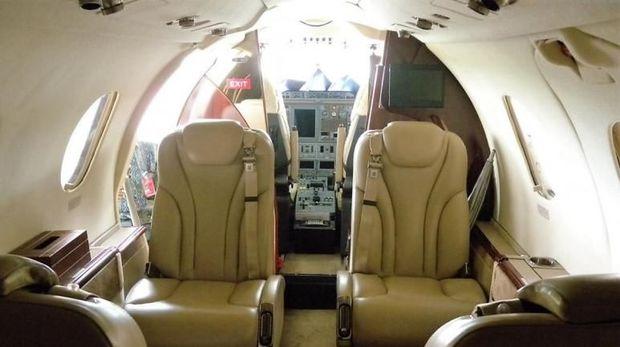 Penampakan dalam Beechcraft Premier 1A PK-ASB (British Aerospace)