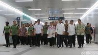 Sebelum Meresmikan, Jokowi Naik MRT dari Istora ke Bundaran HI