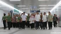 Jokowi Jajal Integrasi TransJ-MRT dari Monas ke Lebak Bulus