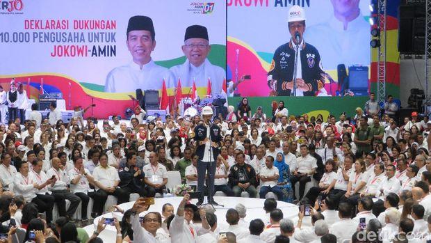 Capres petahana Joko Widodo (Jokowi) menyampaikan sambutannya kepada para pendukungnya di acara deklarasi 10.000 pengusaha untuk Jokowi-Ma'ruf Amin, Kamis (21/3/2019)