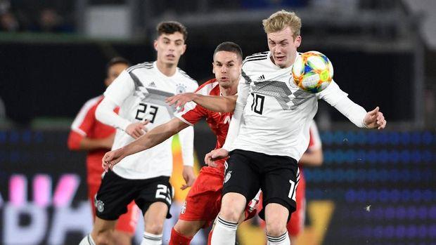 Timnas Jerman menurunkan mayoritas para pemain muda melawan Serbia. (