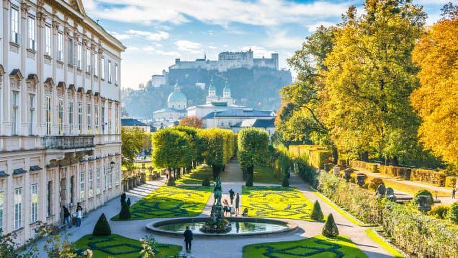 Urutan 10 adalah Austria. Salah satu kotanya, Salzburg terkenal karena terkait dengan Sound of Music Von Trapp yang sebenarnya. Austria juga rumah bagi Wolfgang Amadeus Mozart dan Mirabell Garden. (Shutterstock/CNN Travel)