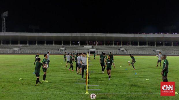 Timnas Indonesia saat melakukan uji coba lawan timnas Myanmar. (