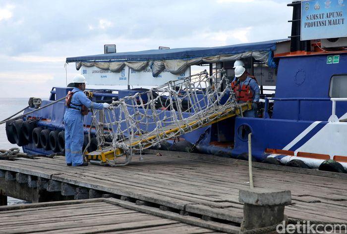 Keberadaan Kapal Bahtera Seva III ini pun disambut baik oleh masyarakat. Mereka merasa terbantu dan dibuat nyaman dengan pelayanan bank terapung tersebut.