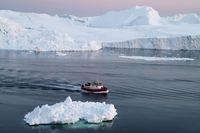 Es-es di Antartika yang dipercaya komunitas Flat Earth sebagai batas planet Bumi (iStock)