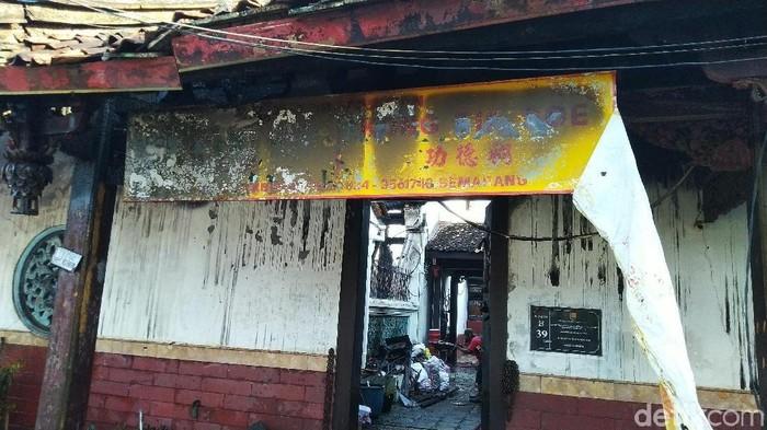 Kelenteng Tay Kak Sie yang terbakar pagi ini. Foto: Angling Adhitya Purbaya/detikcom