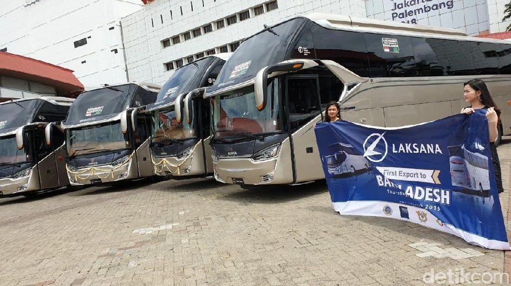 Menlu Retno Lepas 4 Bus Lokal Buatan Ungaran ke Bangladesh