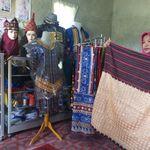 Cerita Redawati Ubah Kampungnya Jadi Pusat Kerajinan Kain Tapis