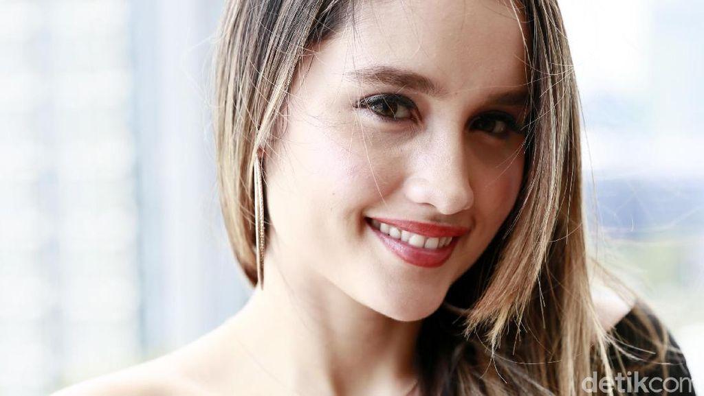 Cinta Laura Ungkap Sulitnya Meniti Karier di Hollywood