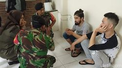 Razia Kos, Petugas Gabungan Temukan 2 Imigran dan 3 Orang Positif Narkoba