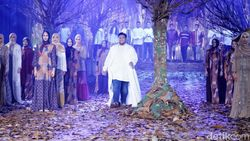 Terinspirasi Chanel, Ivan Gunawan Gelar Fashion Show di Hutan