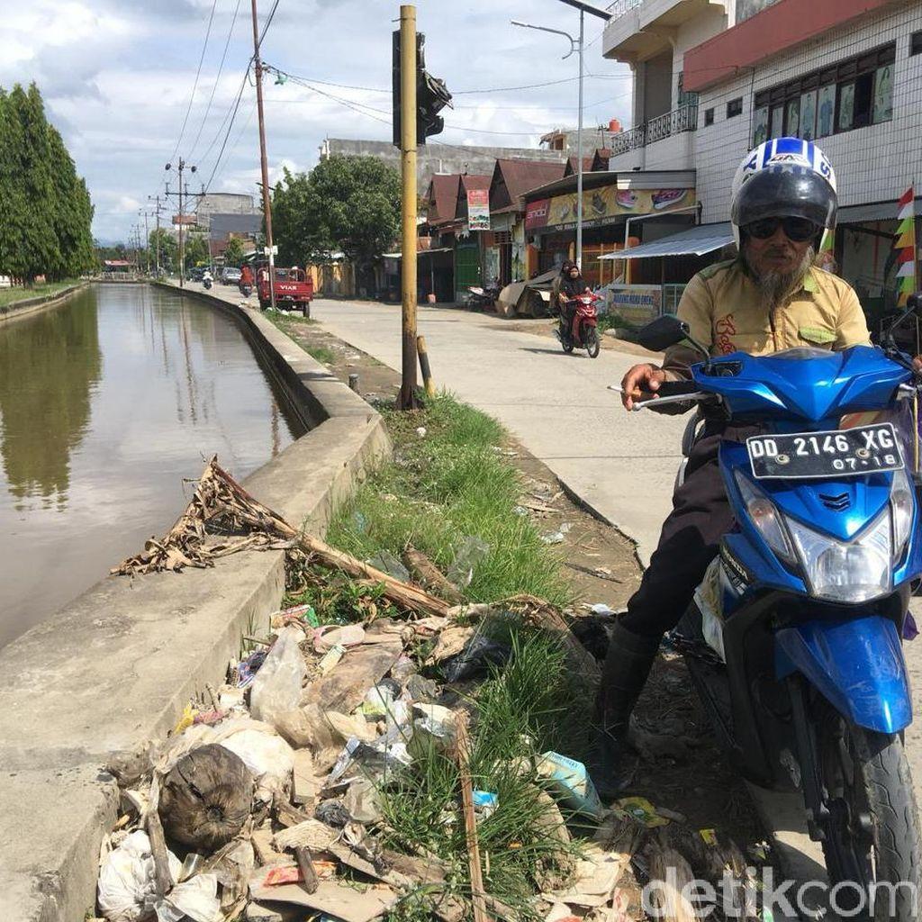 Di Pelosok Sulawesi Barat Ada Pengemis Tajir Ngemis Naik Motor
