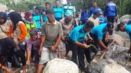 Peringati Hari Air Sedunia, Bupati dan Warga Pacitan Bersih-bersih Sungai