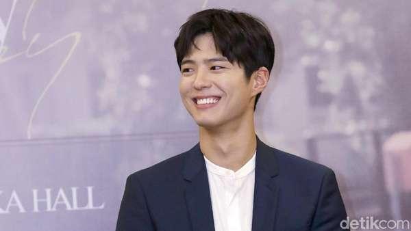 Senyum Park Bo Gum yang Bikin Luluh