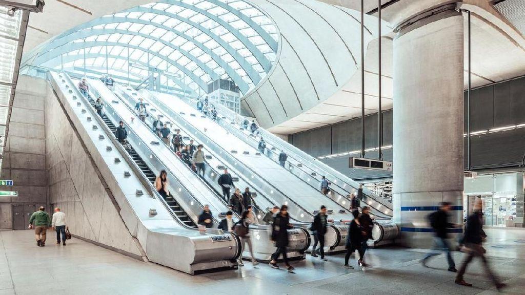 Berdiri di Eskalator MRT Harus di Salah Satu Sisi, Ini Alasannya
