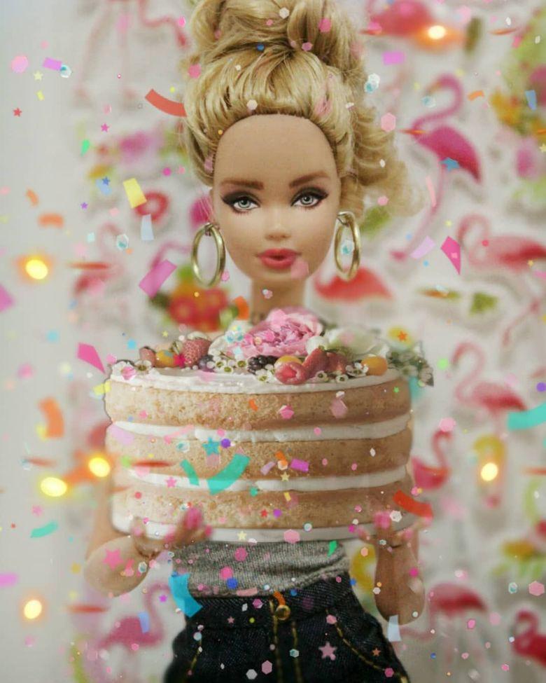 Begini Nih Jadinya Kalau Barbie Masak Dan Pose Makan Cantik Foto 4