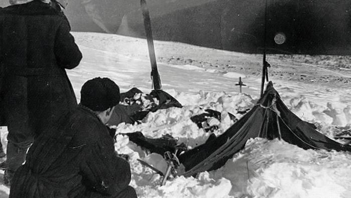 Tenda para pendaki yang tewas dalam kasus Dyatlov Pass Incident sudah terkoyak. Foto: Istimewa