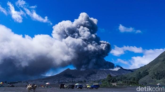 Abu vulkanik Gunung Bromo/Foto: M Rofiq