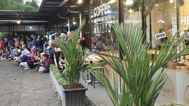 Hari Kedua di Yogya, SuJu & DBSK Nikmati Kopi di Merapi