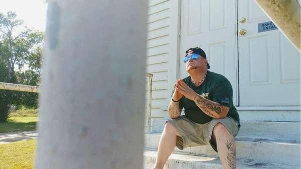 Tak Sengaja Tertembak, Penyanyi Justin Carter Tewas
