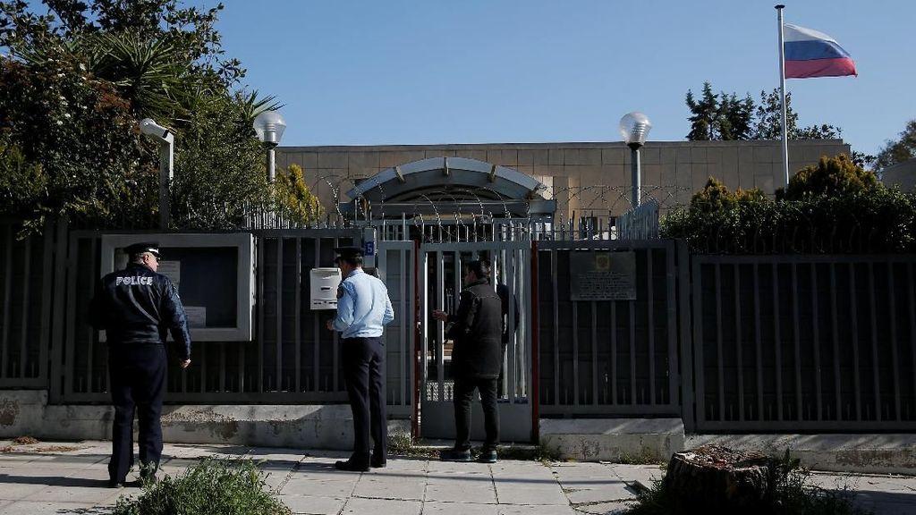 Granat Dilemparkan ke Konsulat Rusia di Yunani, Pelakunya Kabur