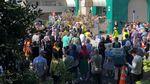 Penampakan Rantai Manusia Warga New Zealand Saat Salat Jumat
