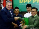 Senyum Cerah Cak Imin Usai PKB Resmi Jadi Anggota CDI