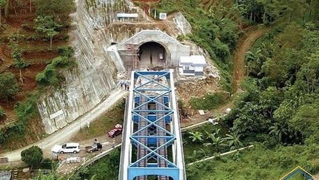 Terowongan Tembus Gunung Ini Dibangun Pakai Utang ke Rakyat
