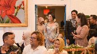 Dalam acara lamaran Siti Badriah, hadir kerabat dan keluarga dekat sang pedangdut dan orang tua Krisjiana. (dok. Vamos never ending story)