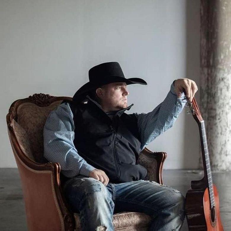 Justin Carter meninggal di usia 35 tahun di apartemennya di Texas, Amerika Serikat.Dok. Facebook/justincartercountry